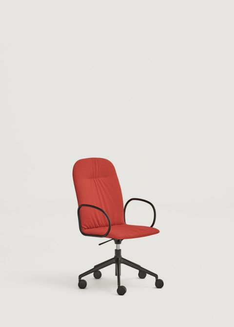 Loop chair with high shell and metal arms
