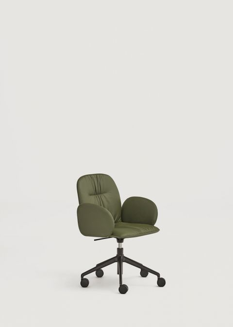 Loop chair with wheels and upholstered arms