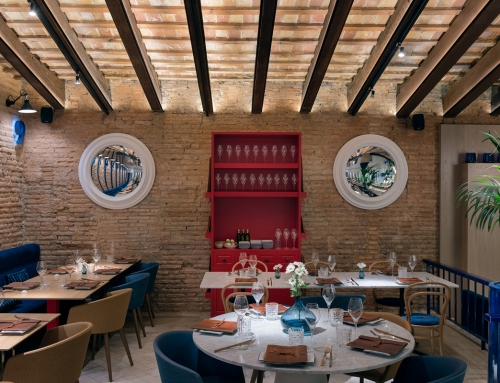 Moon light provides design and elegance to the restaurant of the historic Trinquet de Pelayo